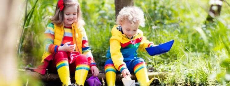 Zum Spielen und Matschen: Regenkleidung für Kinder