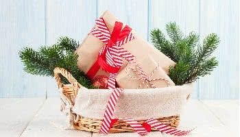 Präsentkorb mit Weihnachtsgeschenken