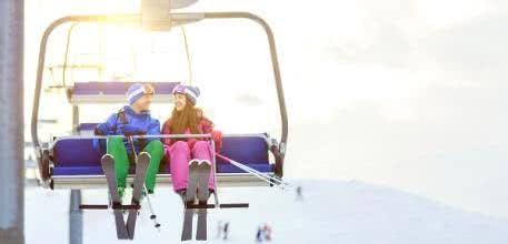 Mit diesen Top-Tipps günstig auf die Piste zum Ski fahren