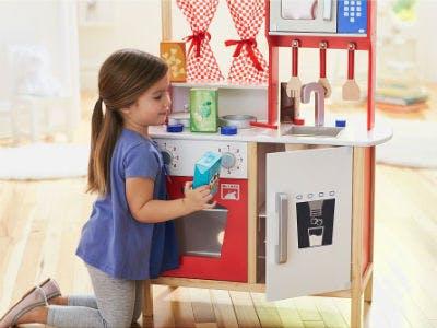 Tolle Weihnachtsgeschenke für Kindergartenkinder: Spielküchen aus Holz