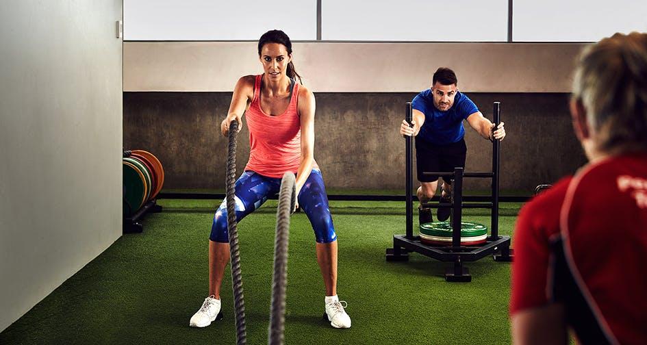 Mach dich fit mit den tollen Programmen von Fitness First