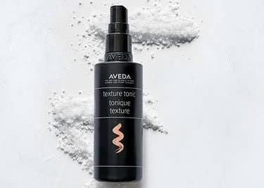 Die nährenden Öle und Kuren von Aveda versorgen dein Haar optimal mit Feuchtigkeit