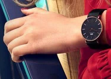 Das perfekte Accessoire ist die Uhr.