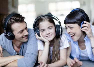 Egal ob jung oder alt - bei Audible gibt es Hörbücher die jedem Freude machen.