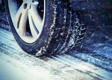 Winterreifen mit einem Reifen-vor-Ort-Gutschein günstig kaufen