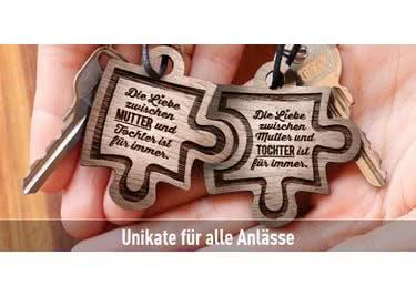 Personalisiere schönen Schmuck oder schicke Schlüsselanhänger und verschenke etwas Einmaliges