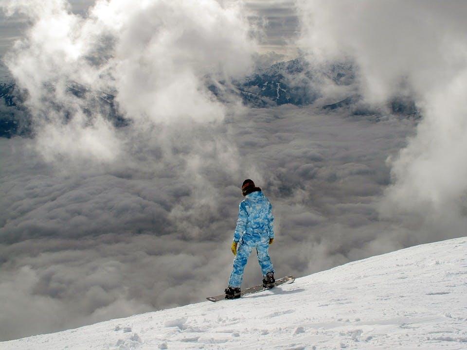 Der Berg ruft! Packe deine Skier ein