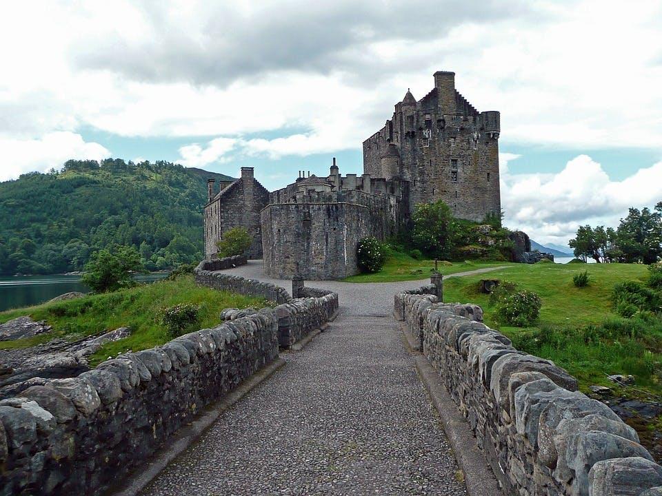 Gegen Ende des Jahres reist du nach Schottland!